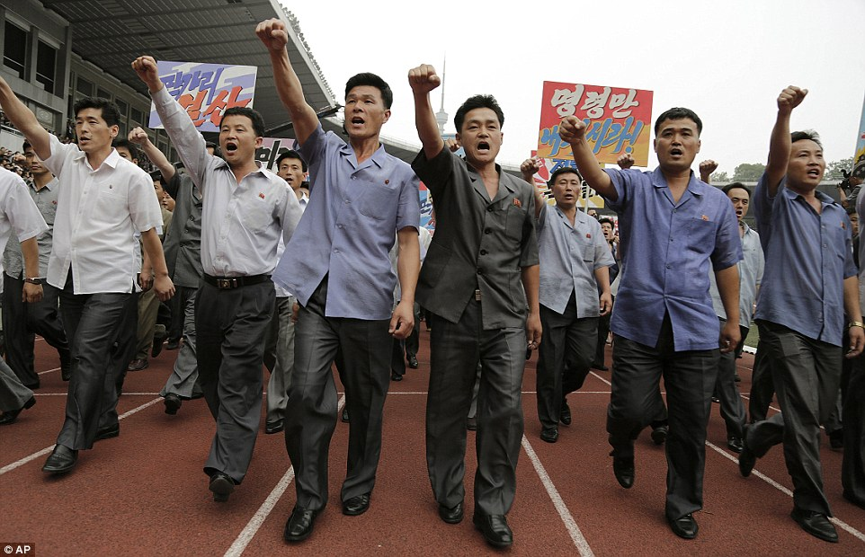 Protesto reunindo mais de 100 mil pessoas contra o imperialismo estadunidense em Pyongyang, RPDC. 2015