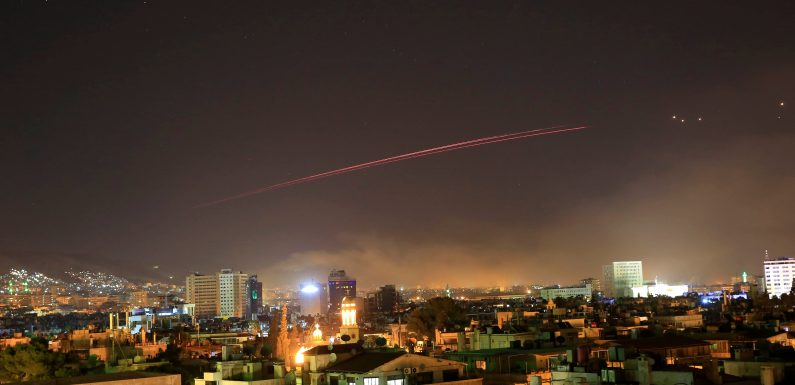 Mísseis atingiram a capital Damasco na noite da última sexta-feira.